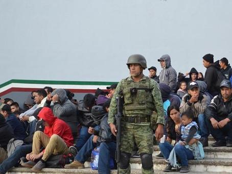Coyote cayó en México con cien ilegales que viajaban con papeles falsos rumbo a Estados Unidos
