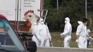 Enjuician a Coyotes búlgaros que asfixiaron a 71 migrantes en Austria