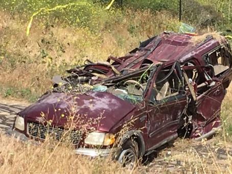 Coyote volcó camioneta con ilegales al huir de la Border Patrol