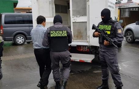 Abogado tico preso por fraude migratorio: tramitaba matrimonios simulados de extranjeros