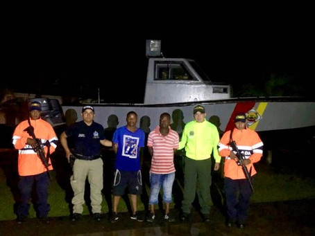 Colombian Navy intercepted in the Gulf of Urabá 14 illegal immigrants from Angola, Eritrea, India, P