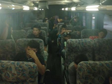 Coyote que transportaba 45 ilegales centroamericanos cae en Torreón