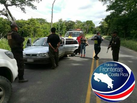 Policías ticos arrestan a Coyote con 6 ilegales nicaragüenses en la Interamericana Norte