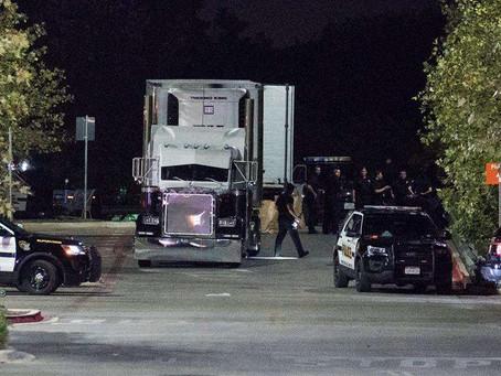 En Walmart de San Antonio cae Coyote con tráiler de ilegales asfixiados: 10 muertos y 20 graves