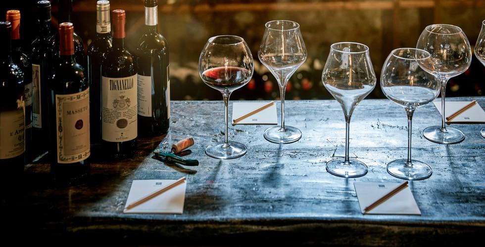 114446857-H1-Wine_tasting_at_COMO_Castel
