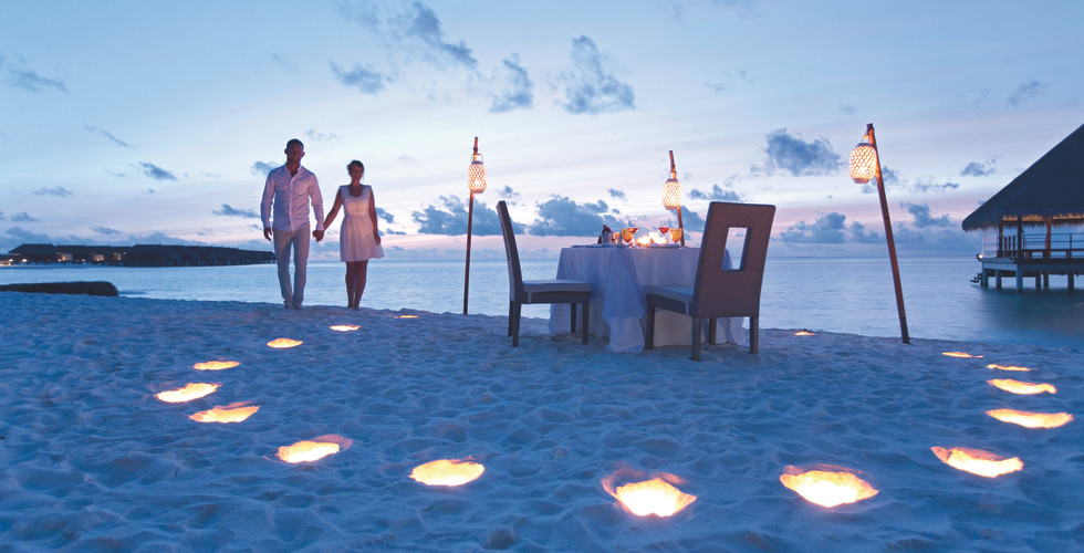 moofushi-maldives-beach-dinner-1_hd.jpg