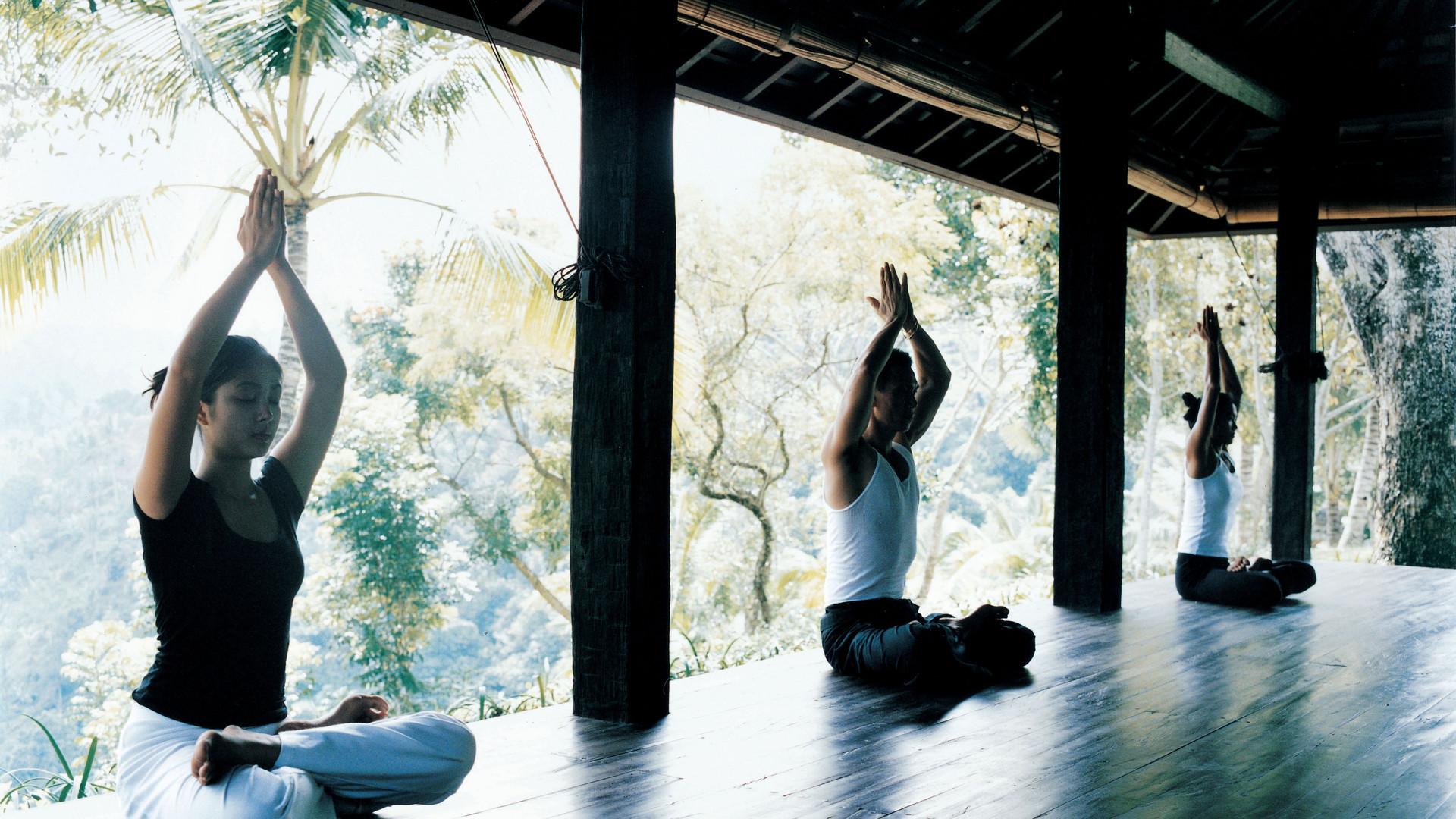 44165889-H1-sitting_yoga.jpg