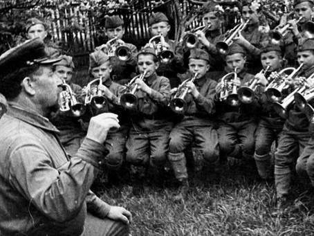 В годы Великой Отечественной войны из 14 школ военно-музыкантских воспитанников...