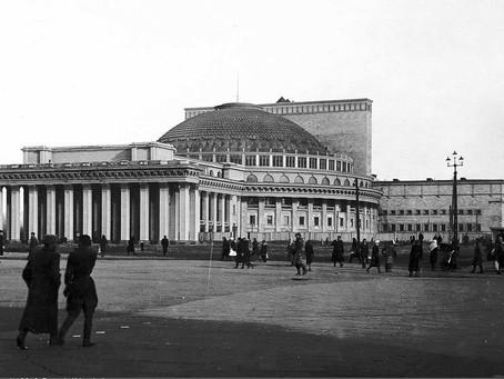 7 февраля 1944 г. правительственная комиссия приняла здание Новосибирского театра...