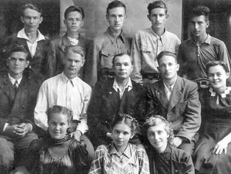 В 1943 г. из-за массового привлечения подростков к труду в промышленность...