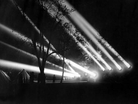 Зенитные прожекторы, изготовленные на заводе № 644 (ныне АО «Электроагрегат»)...