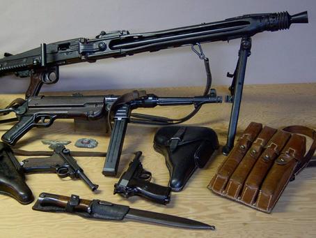 В феврале 1942 г. в стрелковом кабинете Дома Красной Армии проходила выставка трофеев...