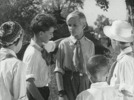 Культовым для детей военного времени был фильм «Тимур и его команда»...