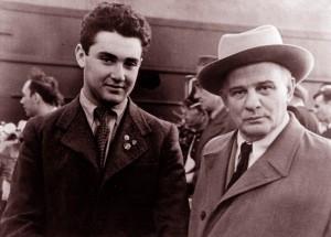 В 1944 г. учащийся 6-го класса Новосибирской музыкальной школы Эдуард Грач...