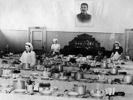 Организация праздников была одной из форм поощрения ударников труда...