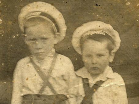 На 1 января 1942 г. в городе было 86 детских садов, в которых числилось 7 425 чел...