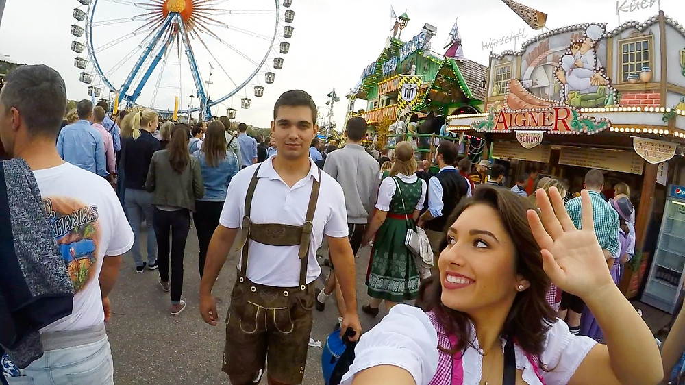 friends in oktoberfest