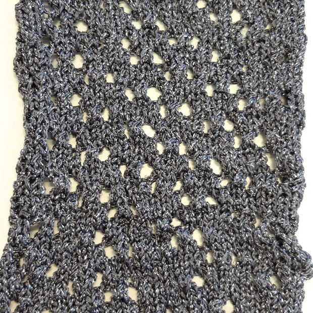 Knit pattern in lurex yarn.