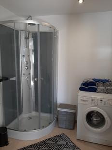 salle de douche du gîte.jpg