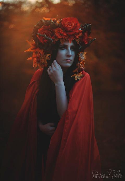 Model: Nadja S. Jensen Crown: Plussoyance Créations Assistant: Tenna V. Olesen