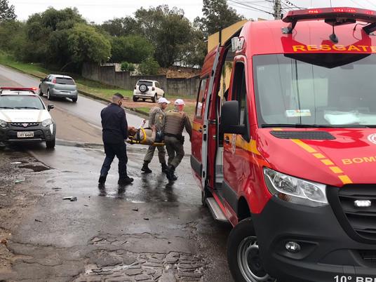 Acidente entre carro e moto deixa homem ferido na Av. Francisco Reverbel