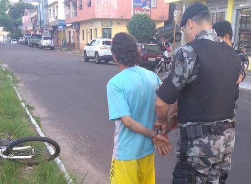 Homem é preso com pedras de crack no centro de Livramento