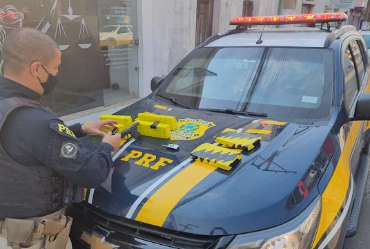 PRF prende homem com drogas, arma e munições que viriam para Livramento