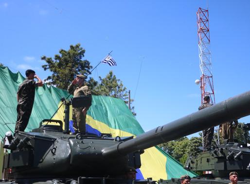 Exército brasileiro realiza entrega de blindados M41 ao exército uruguaio