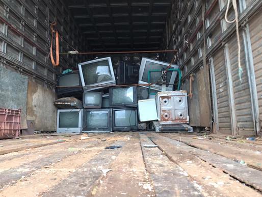 Santanenses descartam lixo eletrônico em Drive Thru