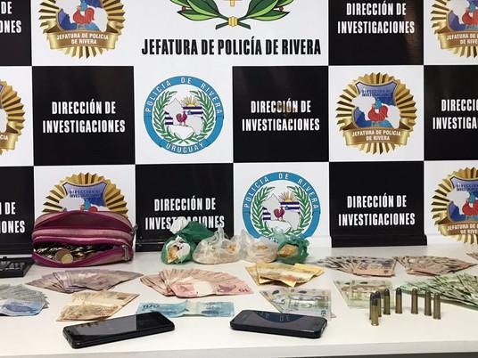 Direção de Investigações realiza dupla prisão e apreensão de drogas e munições em Rivera