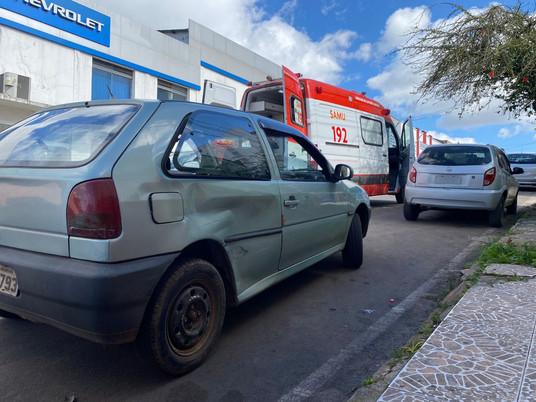 Acidente entre dois automóveis deixa adolescente ferido no centro de Livramento