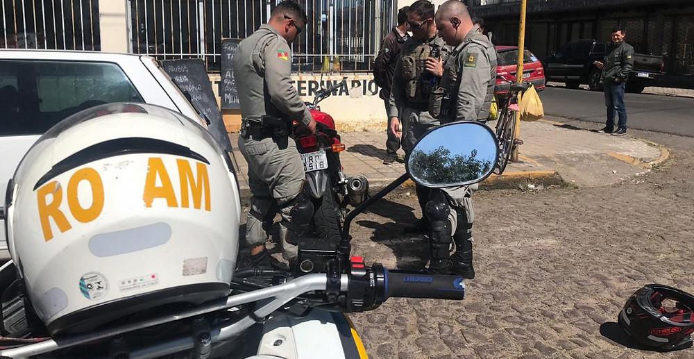 Homem com habilitação suspensa e portando drogas é detido pela ROCAM