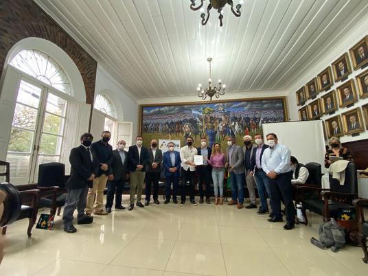 Prefeita Ana Tarouco e AMFRO se reúnem com o Governador Eduardo Leite