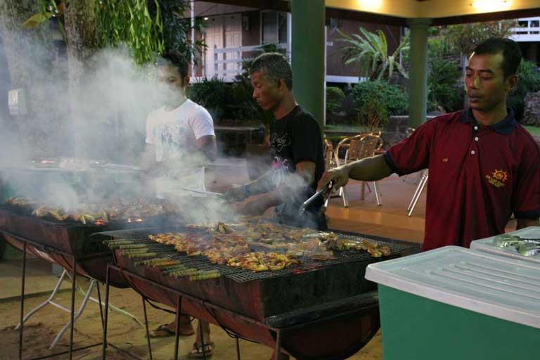 pakej-percutian-pulau-malaysia-pulau-tioman-sunbeach-resort-buffet-bbq