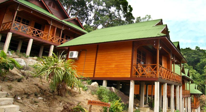 pakej pulau perhentian cozy chalet surrounding 1