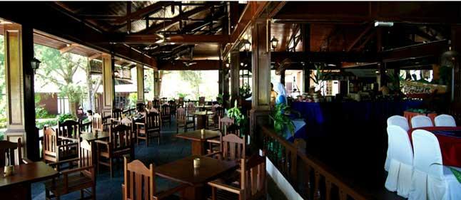 pakej-percutian-pulau-malaysia-perhentian-island-resort-cafe-dalam