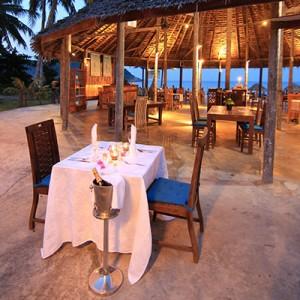 pakej-percutian-pulau-malaysia-bubu_resort_romantic_dinner-300x300