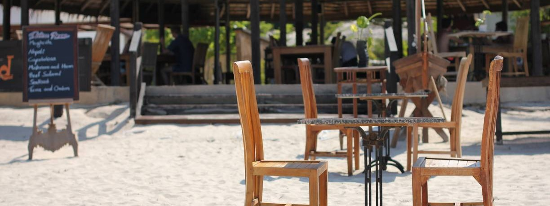 pakej-percutian-pulau-malaysia-the_world_cafe_beach_dining-1224x460