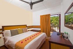 pakej-percutian-pulau-malaysia-BuBu_Long_Beach_Resort_Deluxe_Room-300x200