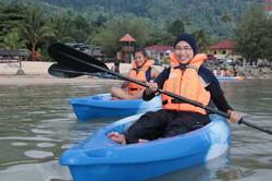 pakej-percutian-pulau-malaysia-pulau-tioman-sunbeach-resort-kayak