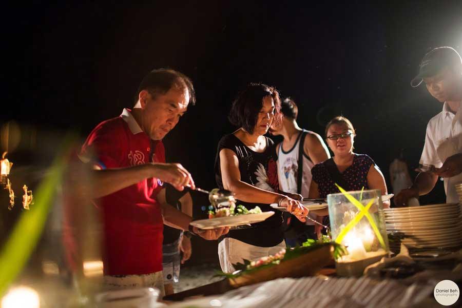 pakej-percutian-pulau-malaysia-coral-view-island-resort-BBQ-Dinner2