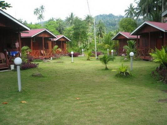 Malaysia_Tioman_Island_Juara_Beach_Resort_Bungalow1_resize_1_2381f5994054e62ba1fb4608906d9041_600x40