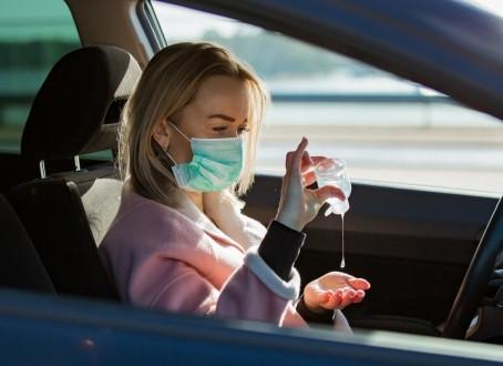 Indossare la mascherina in auto è obbligatorio?