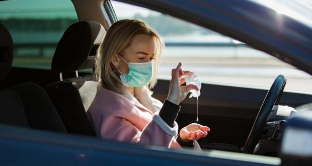 La mascherina non è obbligatoria se si guida da soli!