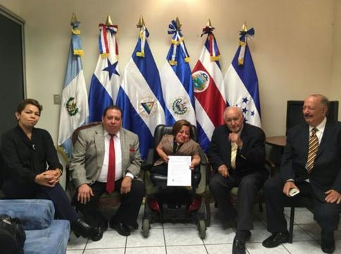 Diputada Eeileen Romero presenta pieza de correspondencia de iniciativa de Ley de gratuidad y vigen