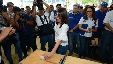 """Carmen Aída Lazo """"vamos a trabajar juntos para hacer cosas buenas por el país"""""""