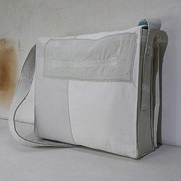 3.CDY의 가방은 앞과 뒤, 옆, 내부. 모든 곳에 디테일이 담겨요.j