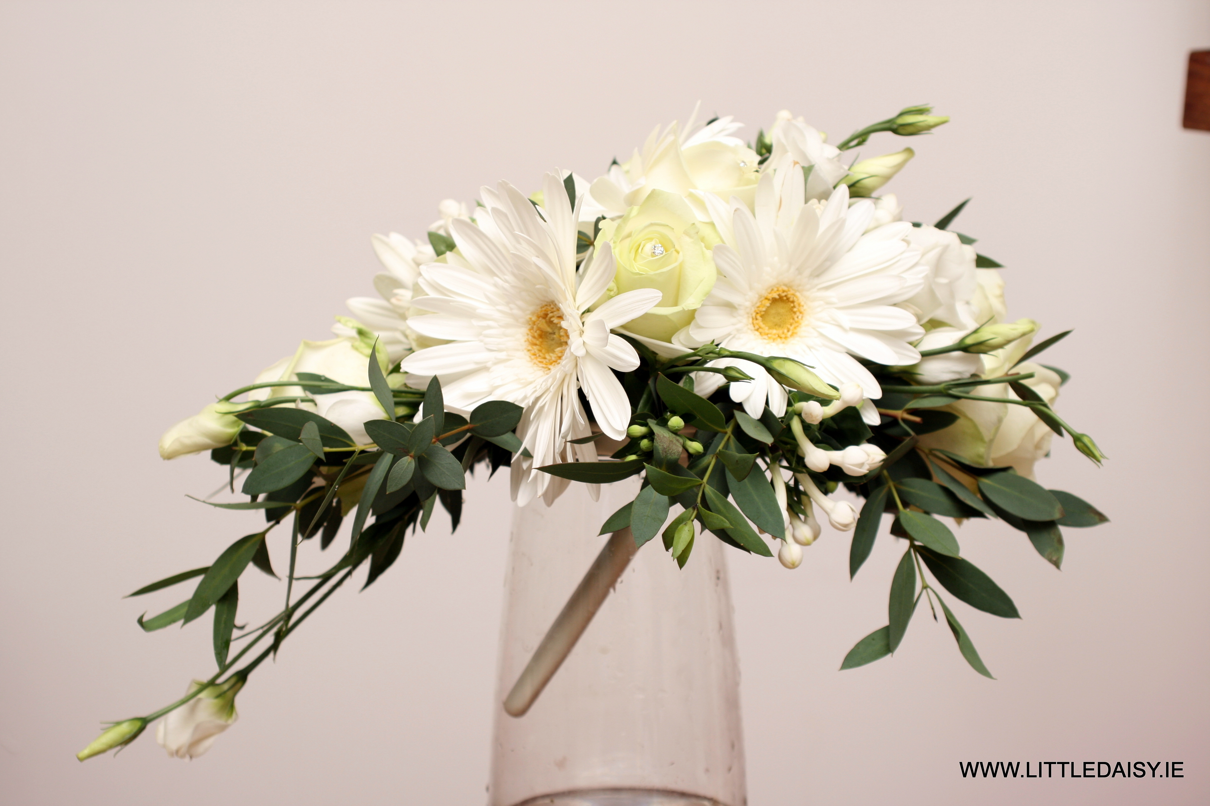 White daisy teardrop bouquet