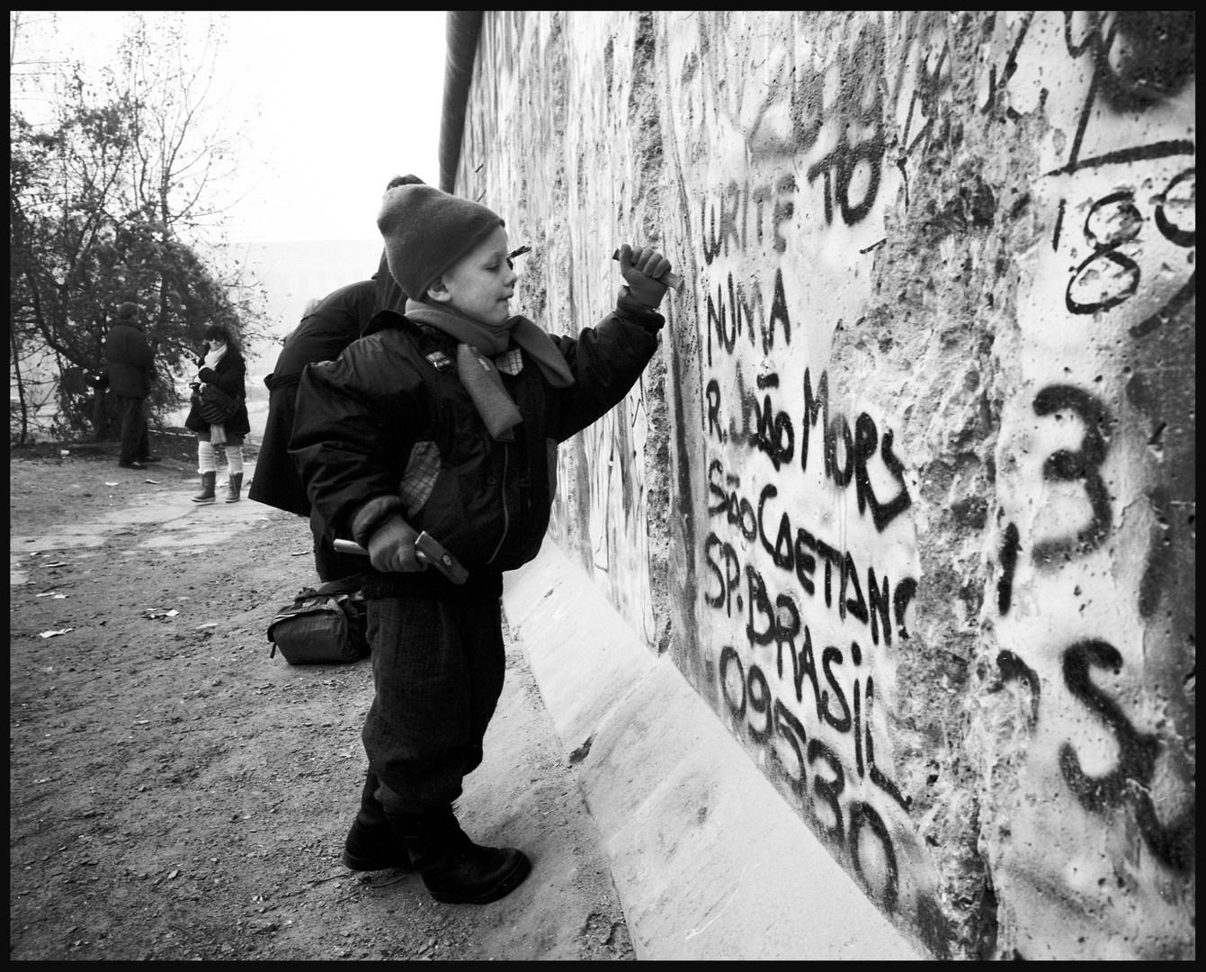 Wallpecker, Berlin. November, 1989.