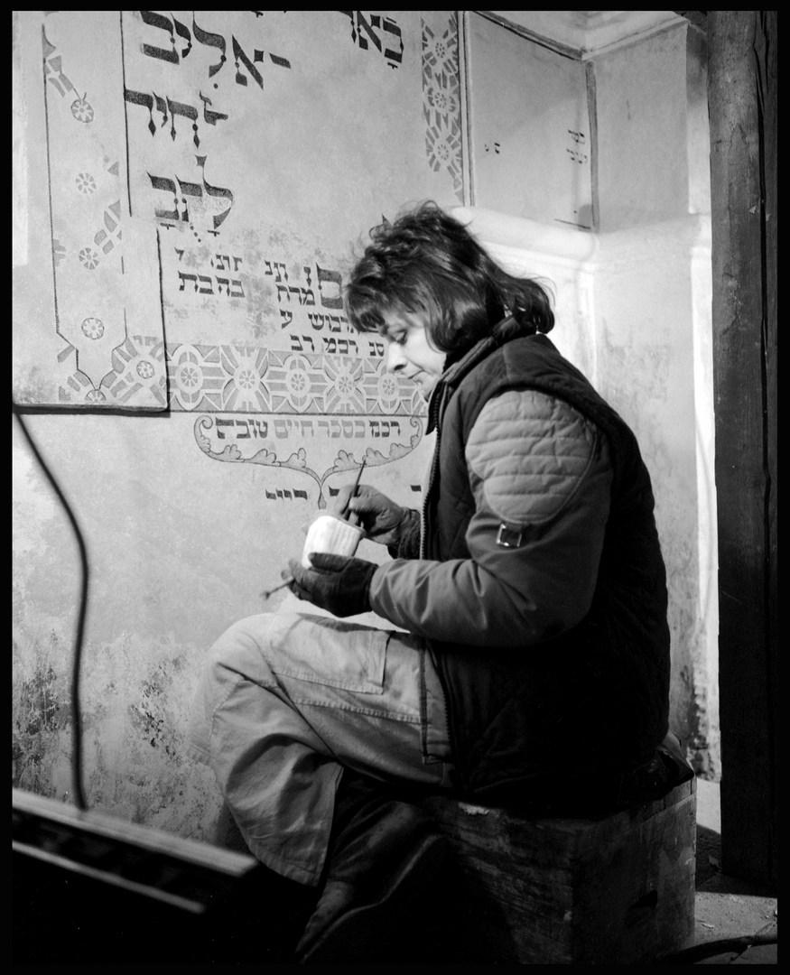 Restoring a synagogue in Krakow. October, 1988